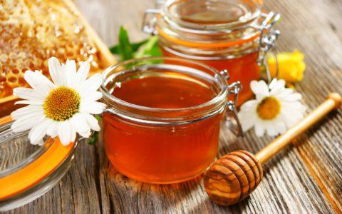Сахар можно заменить медом, и такой «обмен» пойдет на пользу.