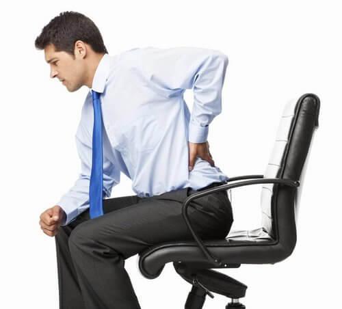 Приступ радикулита может вызвать Сидячая офисная работа