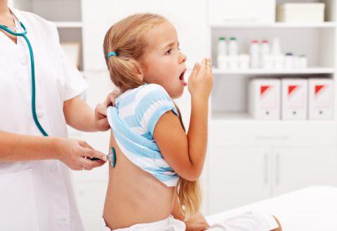 Сразу после появления подозрительных симптомов нужно показать ребенка лечащему врачу