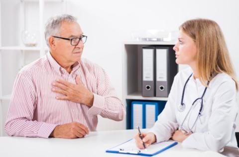 У пожилых людей признаки пневмонии могут скрываться за симптомами основных хронических заболеваний