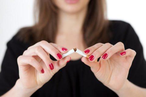 Уменьшить тягу к никотину и улучшить самочувствие помогут народные средства.