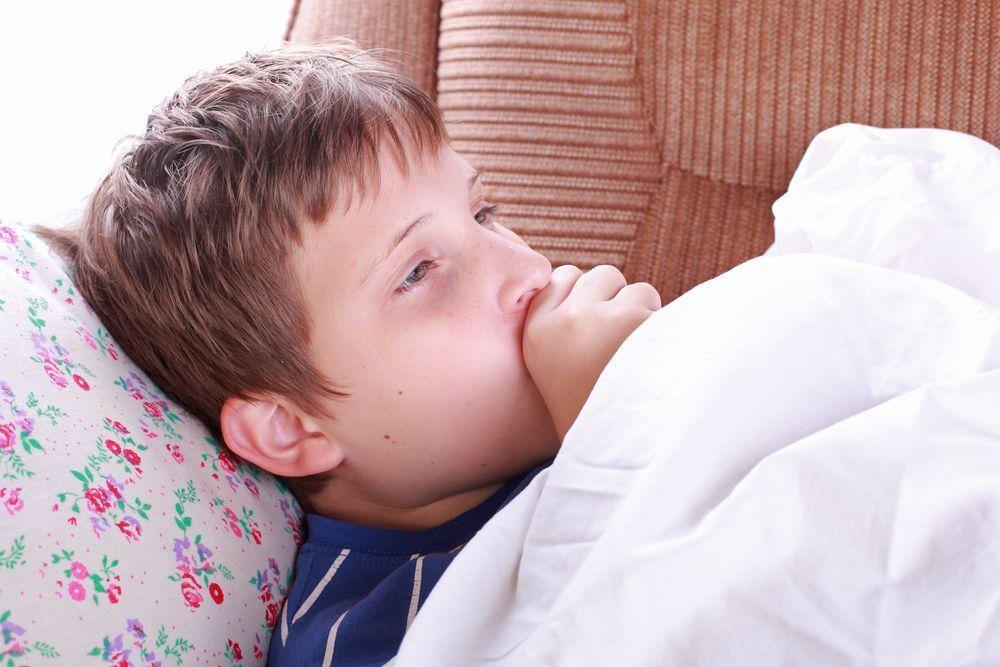Ребёнок кашляет по утрам после сна: что делать?