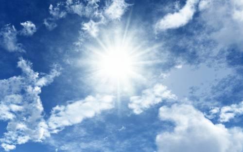 Вероятность заразиться на улице очень мала. Солнечные лучи – главный враг микобактерии.