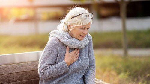 защемление нерва на спине симптомы и лечение