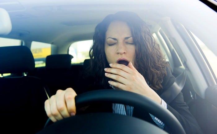 Зевает за рулем